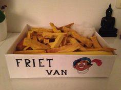 Surprise friet van Piet. Leuk voor de vette eter. Of het meisje dat graag in de snackbar hangt