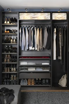 22 Must-See Closet Designs Having an organized closet makes getting ready in the morning so much easier. With the PAX/KOMPLEMENT wardrobe system you can choose frames in finishes to suit your style and customize the organization inside to suit your needs. Walking Closet, Closets Pequenos, Dressing Design, Pax System, Wardrobe Systems, Men Closet, Black Closet, Smart Closet, Bedroom Wardrobe