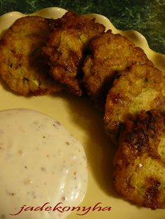 Jade konyhája: Sajtos cukkini fasirt Cobbler, Tandoori Chicken, Bagel, Mozzarella, Spagetti, Meat, Ethnic Recipes, Food, Essen