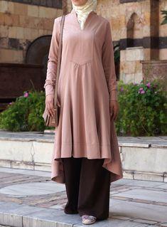 Hijab Fashion 2016/2017: SHUKR USA | Hi-Low Tunic  Hijab Fashion 2016/2017: Sélection de looks tendances spécial voilées Look Descreption SHUKR USA | Hi-Low Tunic