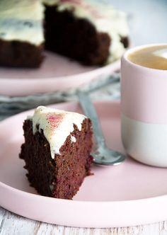 Opskriften på en super lækker og saftig rødbedekage med chokolade og en skøn smag og lækker krumme