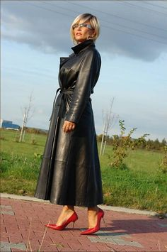 Dimphy Janse for Tatler - Giuseppe Zanotti leather pants Long Leather Coat, Leather Trench Coat, Leather Pants, Leather Jackets, Black Leather, Red Raincoat, Lady, Leder Outfits, Looks Plus Size