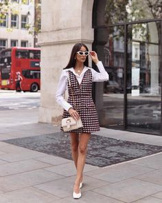 Simple Fashion Tips That Can Overhaul Your Whole Look – Fashion Trends Fashion Blogger Style, Work Fashion, Retro Fashion, Vintage Fashion, Fashion Blogs, Fashion Weeks, Womens Fashion, 1960s Fashion Dress, 60s Inspired Fashion
