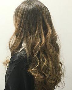 COLOR BABYLIGHTS + C/COLOR + DISEÑO SHADES EQ y RITUAL KERASTASE CONCENTRE VITA - CIMENT  #shadeseq #salondonna #salondonnacl #hair #hairstyle  Instagram @rosaclaussenaguilar +56977573861 Luis Pasteur 6500 L.7 Vitacura