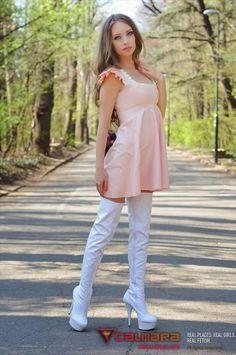 Marilyn Yusuf's Passion for Latex White Heels, White Boots, Sexy Boots, Cool Boots, Sexy Heels, Latex Dress, Fetish Fashion, Latex Girls, Rain Wear