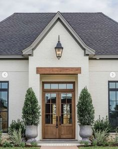 'Fixer Upper' Joanna Gains Reveals New Classic Style Home Magnolia Farms, Magnolia Homes, Classic House, Architecture, Chip And Joanna Gaines, Waco Silos, Thinking Of You, Exterior, Home Remodeling