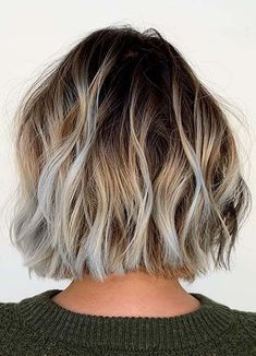 Awesome ideas of short textured bob haircuts for every fashionable woman to show off in year 2020. Modern ladies may sport this fantastic bob cut if they really wanna make them look awesome and cool. Bob Haircuts 2017, Best Bob Haircuts, Bob Haircuts For Women, Cut My Hair, Hair Cuts, Women In Years, Short Textured Bob, Modern Bob Hairstyles, Best Bobs