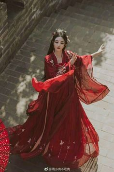 With the revival of traditional culture, Chinese Hanfu has also received more and more attention from people, and it has become popular. Hanfu does not refer to Hanfu, Traditional Fashion, Traditional Dresses, Traditional Chinese, Chinese Style, Asian Style, China Girl, Retro Outfits, Fantasy Dress