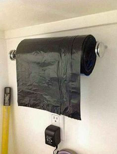 28 Brilliant Garage Organization Ideas ~ Use a paper towel holder for garbage bags. (would be good for a garage) Organisation Hacks, Garage Organization, Garage Storage, Diy Garage, Organizing Ideas, Garage Doors, Small Garage, Organized Garage, Garage Laundry