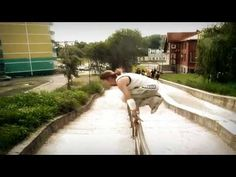 Girls Parkour/Freerunning - Amazing!! We can do it too guys :) I just can't personally do this well yet lol, maybe someday