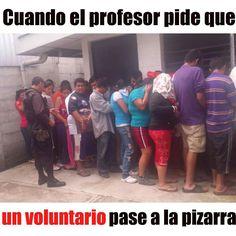 Cuando el profesor pide un voluntario para que pase a explicar el ejercicio. #MiércolesGabán#Extendido