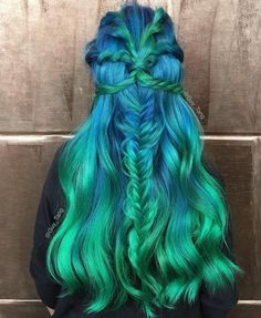 50 Gorgeous Turquoise Hair Color Ideas in Changing your hair color is one of the easiest way when work comes to change your look. turquoise hair color become quite popular among all these bori. Turquoise Hair Color, Green Hair Colors, Cool Hair Color, Green Wig, Hair Colour, Ombré Hair, Dye My Hair, Hair Wigs, Long Ombre Hair