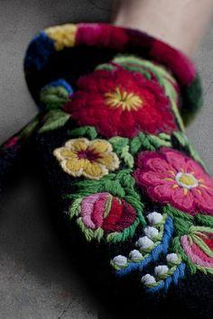 "swedish beautiful embroidery called PÅSÖM : Flodabroderiets teknik heter ""påsöm"" i Floda."