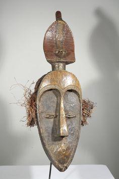 Masque africain Mahongwe du Gabon 1101-17 150 : Galerie Art Africain : masques et statues africaines, décoration et arts primitifs Afrique