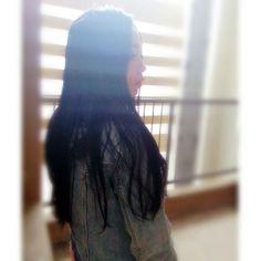 #kahyinhair .  剪了三吋, 染成了黑色。  我決定讓這頭黑髮成為我的signature。  天生深啡色的頭髮, 天生怕悶的性情, 讓我染盡了浮誇髮色。  年紀大了,累了, 才發現黑色才是我的依歸。  P. S. Haha 對!又是我家旁邊!朋友們  @kahyinlam . #髮型 #染髮 #成長 #心情 #情懷 #記憶 #情感 #香港 #分享 #金句 #語錄 #心境 #文字 #hairstyle #hairdye #hair #Asian #beauty #culture #instadaily #instalife #hongkong #hongkonger #hkig #hkiger #sgig #sgiger #instalife #lovelife #instadaily #kahyinlam