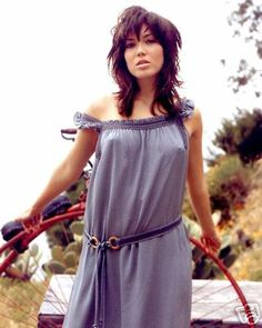 We always saw Mandy Moore as the All-American sweetheart. Until now, she is still one of our crushes. Want more of Mandy? Check out her finest pics here. Mandy Moore, New Hampshire, Under Dress, Celebs, Celebrities, Beautiful Actresses, Curvy, Summer Dresses, Lady