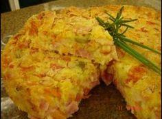 Receita de Torta salgada da Dany - torta estar douradinha. Sirva quente ou fria com folhas...