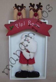 Papai Noel no Banheiro Felt Christmas, Christmas Stockings, Christmas Crafts, Christmas Decorations, Xmas, Holiday Decor, Christmas Trees, Diy And Crafts, Arts And Crafts