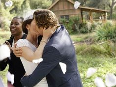 Patrick and Teresa (Simon Baker and Robin Tunney) seal their wedding with a kiss.