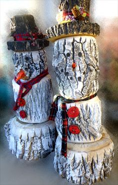 These log snowmen are a great replacement for those places that don't get snow for the holidays. Easy to make, just a few sections of logs and some paint.