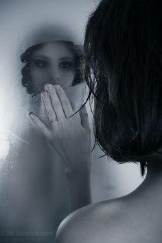 Photo by Konstantin Alexandroff       Todo dia, diante deste espelho, me refugio em pensamentos refletindo poucas lembranças e muitas ...