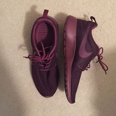 Pinterest: @MagicAndCats ☾ maroon nike roshe's perfect condition! Nike Shoes