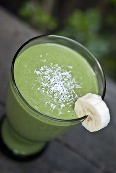 Coconut Banana Green Smoothie Recipe #skinnyms #smoothies