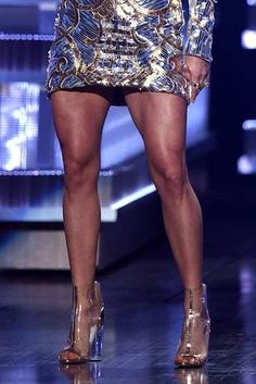 Who loves leg day? I Tried Carrie Underwood's Leg Workout And My Thighs Will Never Be The Same Carrie Underwood Legs, Carrie Underwood Workout, Cellulite Wrap, Reduce Cellulite, Anti Cellulite, Mercedes Benz G, Leg Workout At Home, Basic Workout, Thin Legs Workout