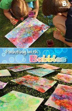 Painting with Bubbles // Malen mit Seifenblasen - such a great idea!! crafts for kids // Basteln mit Kindern