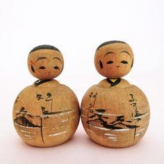Tiny ejiko kokeshi couple, vintage