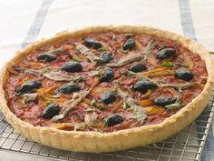 """750g vous propose la recette """"Tarte tomates anchois façon pissaladière"""" notée 4.3/5 par 23 votants."""