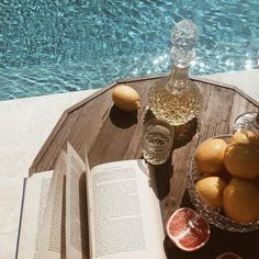 the perfect Summer set up: books and a cocktail poolside Summer Dream, Summer Of Love, Summer Set, Summer Picnic, Summer Feeling, Summer Vibes, Photo Bougie, Boho Lifestyle, Image Tumblr