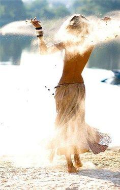 Dancing On The Beach/Boho Mojo/Bohemian/Gypsy Soul/Free Spirit Hippie Stil, Estilo Hippie, Hippie Gypsy, Gypsy Soul, Beach Hippie, Gypsy Life, Bohemian Beach, Hippie Dreads, Hippie Masa