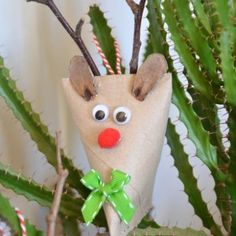 {DiY} Christmas reindeer for Christmas tree decorations - Holiday Grace - noel Diy Christmas Reindeer, Christmas Tree Decorations, Christmas Crafts, Christmas Ornaments, Holiday Decor, Diy Outfits, Diy Design, Diy For Kids, Crafts For Kids
