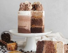 Vegan & easy chocolate, coffee ombré cake with ombré buttercream and a caramel filling. Chocolate Naked Cake, Chocolate Cake With Coffee, Chocolate Espresso, Vegan Chocolate, Chocolate Recipes, Ombre Cake, Vegan Cake, Vegan Desserts, Vegan Recipes