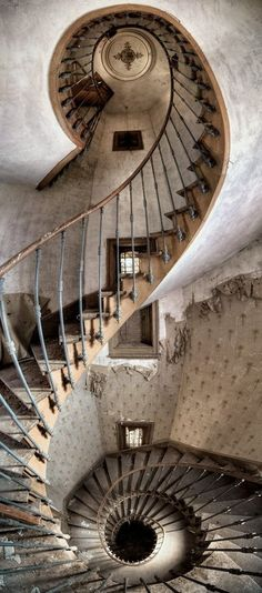 spiral staircase... sooo awesome.. and a lot of stairs!