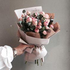 "2,391 Likes, 7 Comments - 플로리스트 이주연 florist Lee Ju Yeon (@vanessflower) on Instagram: ""주문 레슨문의 Katalk ID vanessflower52 #vanessflower #vaness #flower #florist #flowershop #handtied…"""