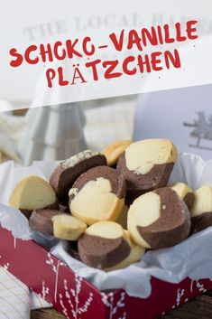 Zartes Buttergebäck - Schoko-Vanille Plätzchen Simple cookies in 2 colors with chocolate and vanilla flavor, perfect complement to macaroons Delicious butter cookies, finished in a jiffy - let the dou Vanilla Biscuits, Vanilla Cookies, Chocolate Biscuits, Chocolate Donuts, Chocolate Cake Recipe Easy, Chocolate Recipes, Food Cakes, Macaroons, Donut Recipes