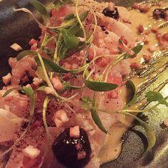 """#Tataki de pescado del Pacífico #aioli de #chontaduro #caviar de #salmon #vinagre de #plátano #pure de #ajo-negro y cilantro. #LoveToEat #LoveToShare #FoodGasm #FoodPorn #Foodie  Ayer #AntioquiaCocina en @ociorestaurante con la colaboración de @oseamed y @carmenrestaurante  @catyvelezr @luchygomezr @mclaudelaossa @natyvalenciao @paulasierrag  Delicadeza sensibilidad y exquisitez. Todo junto ayer en la reunión de estos chefs y artistas de #Medellin El Tataki japonés para """"apilado"""" o…"""