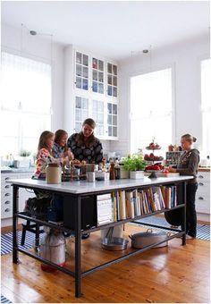 Home Interior Salas This island is crazy awesome!Home Interior Salas This island is crazy awesome! Kitchen Interior, New Kitchen, Kitchen Dining, Kitchen Decor, Awesome Kitchen, Kitchen Corner, Kitchen Wood, Interior Modern, Kitchen Shelves