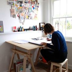 Leila Rudge: - I'm very lucky that my studio is set up at home. There are shelves heavy with picture books. Boxes full of magazines. And two separate desks. Computers and inks are not a match made in heaven. Art Studio Room, Art Studio Design, Art Studio At Home, Desk Inspiration, Art Desk, Dream Studio, Home Office Decor, Home Interior Design, Diy Bedroom Decor