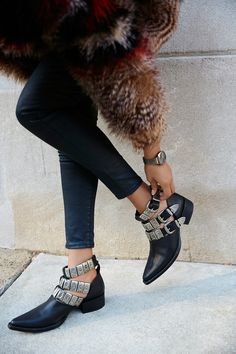 Put your fashionable foot forward with Free People shoes that are perfect for every occasion. Shop Free People shoes online and stay on trend year-round. Botas Western, Western Boots, Western Style, Style Hippie Chic, Gypsy Style, Boho Chic, Mode Boho, Jeffrey Campbell, Summer Shoes