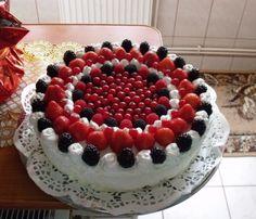 Tort cu fructe de pădure şi cremă de şampanie Cake Decorating, Decorating Ideas, Raspberry, Desserts, Deserts, Dessert, Raspberries, Room Decorations, Postres
