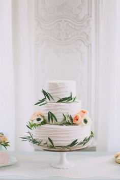 Jacque Lynn Photography | Flowers: Michelle Leo Events and Urban Chateau Floral | Cake: Cake-a-licious