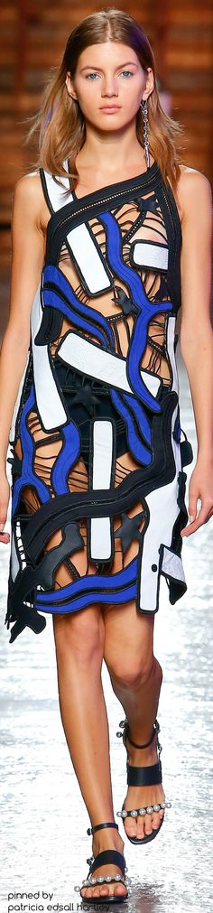 This seasons Emilio Pucci was experimentally nautical featuring captured sea creatures in the designs embroidery and patterns. See the Emilio Pucci Ready To Wear S/S 2016 collection presented at Milan Fashion Week below: Love Fashion, Runway Fashion, High Fashion, Fashion Show, Fashion Trends, Emilio Pucci, Fashion Week 2016, Milano Fashion Week, Vogue