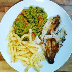 Staaaarving! Don't know if it's the two hours walk or the 34th week of pregnancy but I feel super hungry! So today's #lunch is #fish #fillet #chips  and #splitpeas and #carrot #puree. #yummy #preggo #pregnant #pregnancy #gestationaldiabetes #diet #insulin #diabetic #eatclean #eathealthy #regime #enceinte #grossesse #diabetegestationnel #regimeuse #mangersain #instafood #instadiet by misstaloune