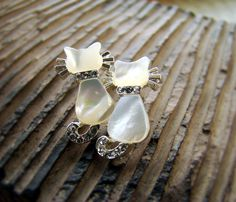 Women's Kitty Cat Earrings Mother of Pearl Swarovski.....Beautiful!  I want these!