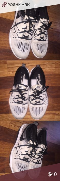 Nike Flyknit Trainers Super comfy shoes. Machine washable. Great Condition Nike Shoes Sneakers