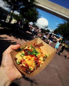 New post on Epicurean Emily (link in bio!) about Epcot's International Food & Wine Festival #FarmFresh #MacAndCheese #Bacon #FoodBlog #TravelBlogger by epicureanemily