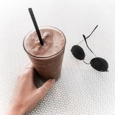 eat and drink// dayle harris Coffee Is Life, Coffee Time, Coffee Photography, Food Photography, Smoothie Cup, Smoothies, Jugo Natural, Food C, Coffee Drinks